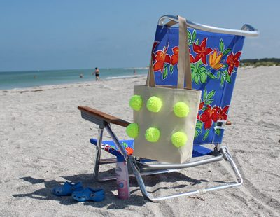 Make A Pom Pom Beach Bag
