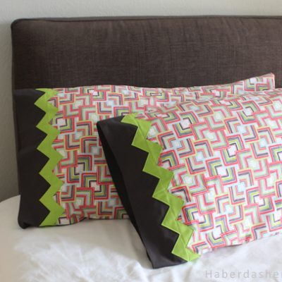 DIY.. Pillowcases and Zig Zag Trim