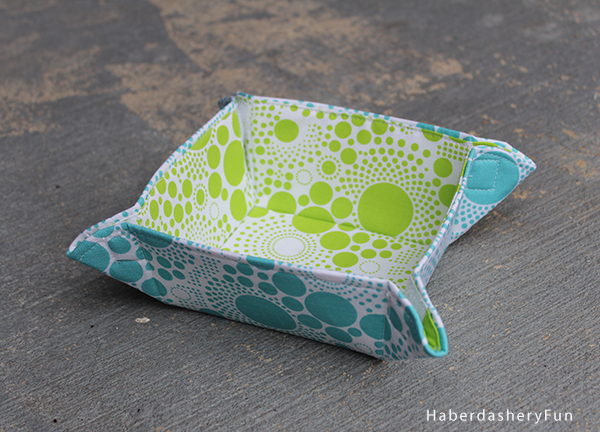 For the last few years I have wanted to create mini collapsible fabric bowls to use in my hotel rooms. Iu0027ve often thought they would be perfect travel ... & DIY.. Collapsible Fabric Bowls | Haberdashery Fun Aboutintivar.Com