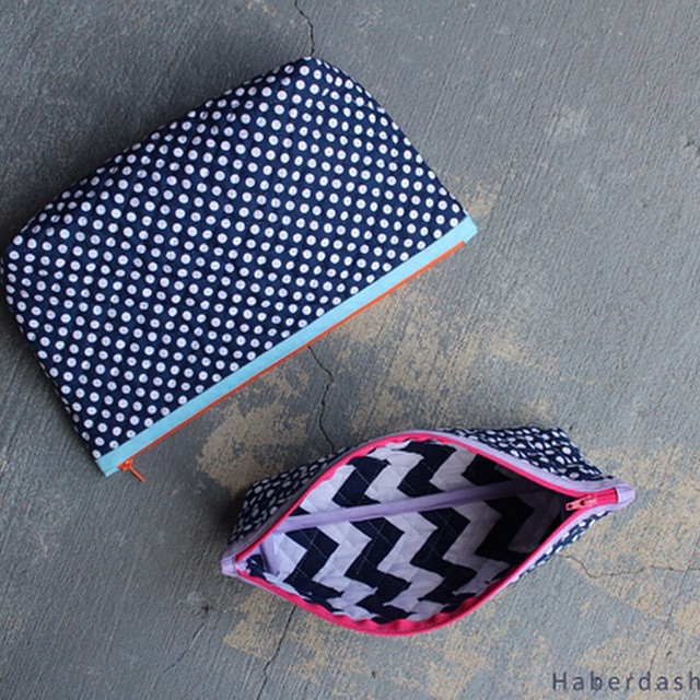 Pops of color zipper pouch tutorial up on my blog today. Love sewing with this quilted fabric. @rileyblakedesigns #rileyblake #haberdasheryfun
