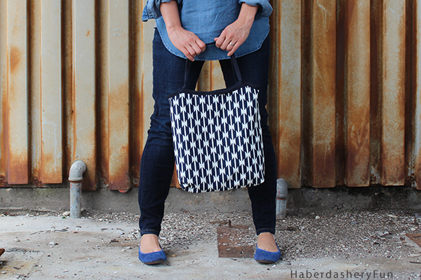 simple lined tote back in black and white fabric