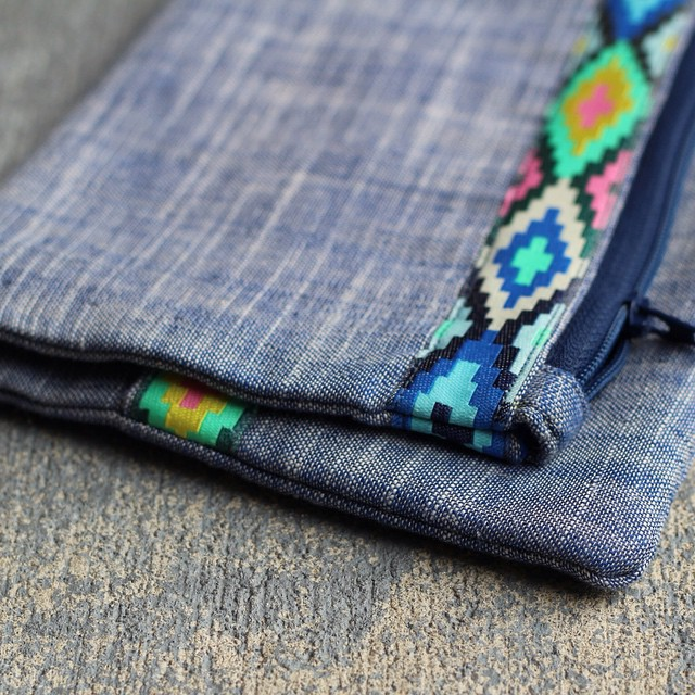 Sharing a southwestern inspired fold over clutch on my blog today..#renaissanceribbons #amybutler #isew #handmade #haberdasheryfun
