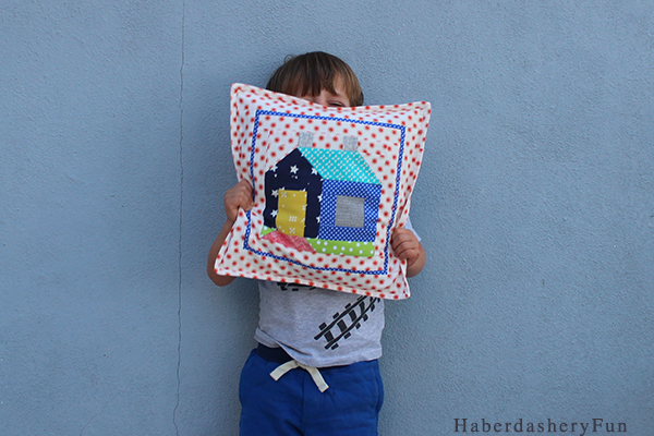 Cozy Cottage pillow Kid