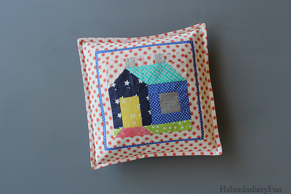 Cozy Cottage pillow Main