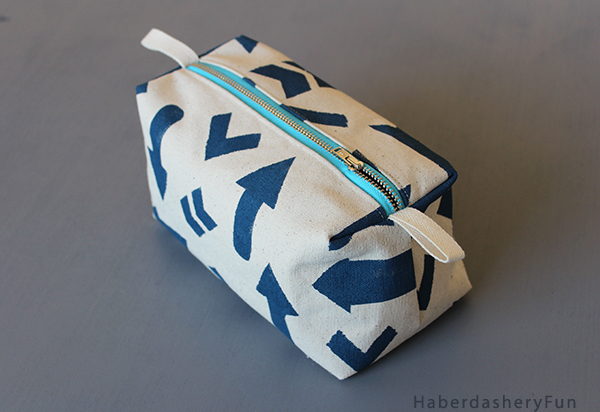 printed boxy pouch Side